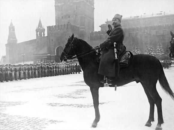 28. Командующий парадом на Красной Площади Маршал Советского Союза С.М. Буденный. 7 ноября 1941 г.