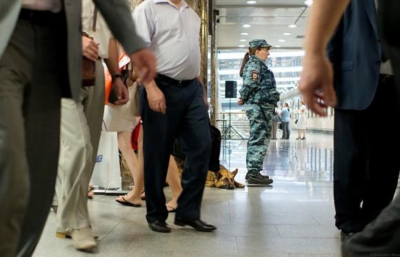Открытие выставки охраняли не только службы безопасности метрополитена, но и сотрудники полиции.
