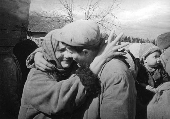 50. Проводы на фронт в одном из сел Украины. 1941 г.