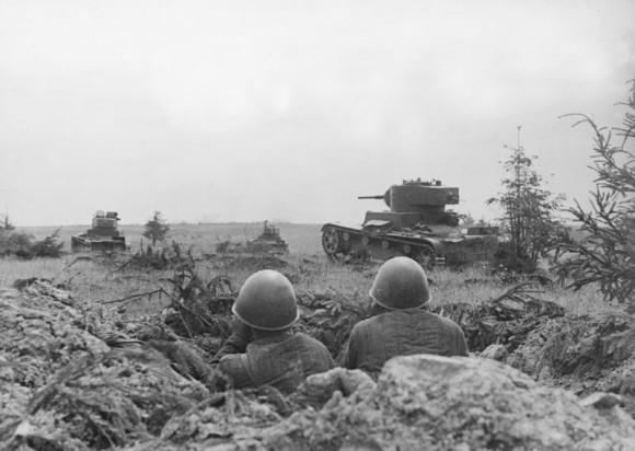 51. Смоленское сражение. Танки Т-26 в наступлении. Август 1941 г