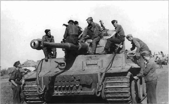 «Тигры» перед наступлением на Прохоровку. 11 июля 1943 г.