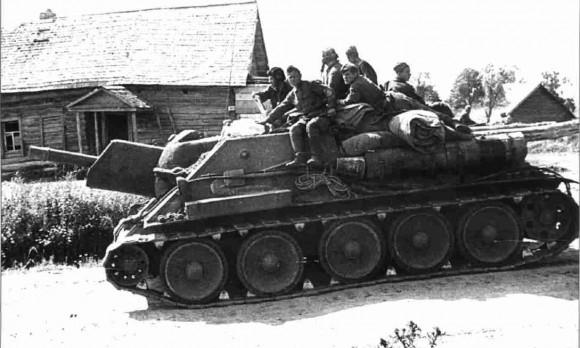 Советская самоходная гаубица СУ-122 в районе Прохоровского плацдарма. 14 июля 1943 г. (Фото РГАКФД)