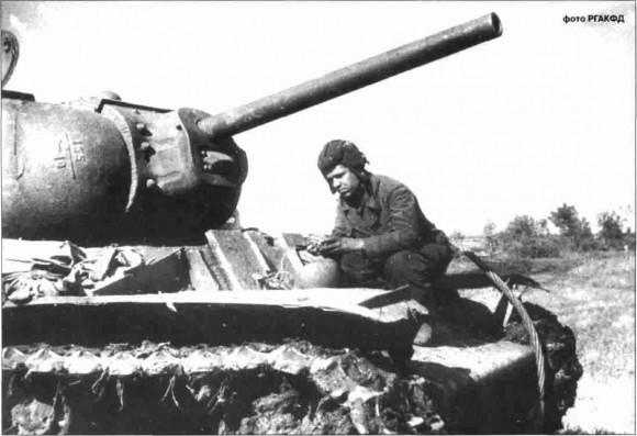 Тяжёлый танк KB-1 с гвардии лейтенанта Костина тяжёлотанкового полка прорыва 5-й гвардейской танковой армии перед боями. Июль, 1943 г.