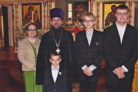 Отец Андрей с матушкой Наталией и сыновьями Севастианом, Гавриилом и Филиппом