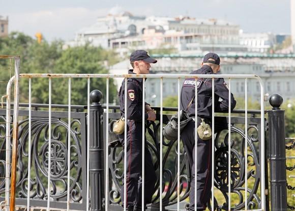 04.Полиция вокруг храма ограничивает доступ