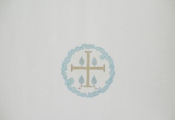 23.Воздушность и необычайное «свечение» придает внутреннему убранству храма именно то, что росписи не доминируют, они размещены «точечно» - вязь над арками, крест в центре свода, ангел на колонне