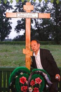 Петр Павлович повез в Китай землю с могилы русских предков.