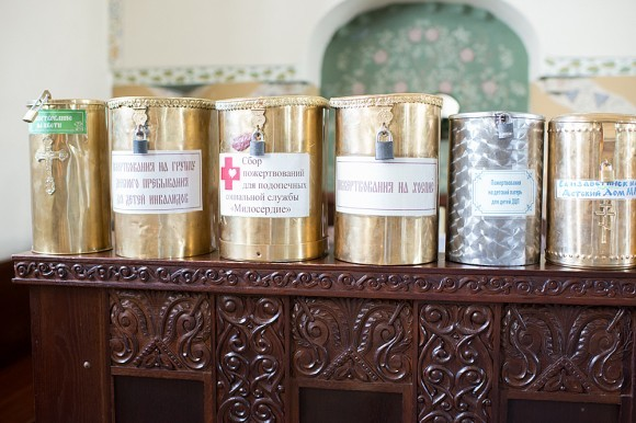 34.В храме расположены ящики для пожертвований на благотворительные дела