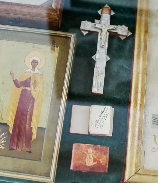 61.Фрагмент созданной Великой Княгией Елисаветой Феодоровной иконы святых праведных Марфы и Марии, ее молитвенник