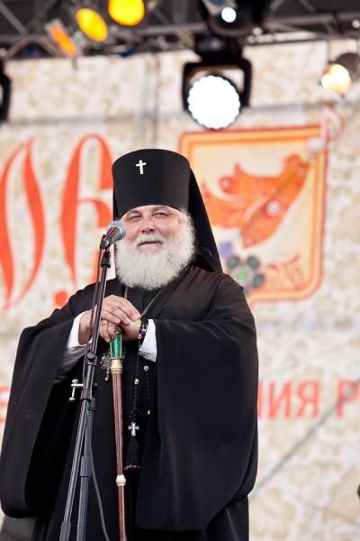 Почетным гостем фестиваля стал епископ Истринский Арсений. Он же и  совершал чин освящения обыденного храма