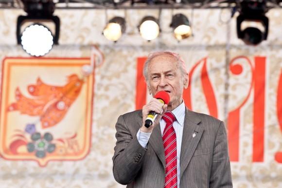 С приветственным словом и песней к гостям фестиваля обратился и народный артист Михаил Ножкин