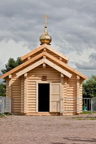 """Храм построили за сутки - ведь """"обыденный"""" и означает """"построенный за один день"""". По традициям народного зодчества храм  построен без единого гвоздя"""