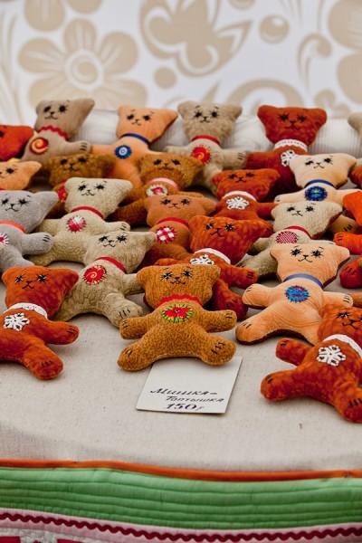Мягкие игрушки в различной технике - один из самых часто встречающихся  товаров, из представленных на ярмарке
