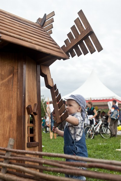 Огромной популярностью у самых маленьких гостей пользовались вещи из незнакомой городским детям деревенской жизни