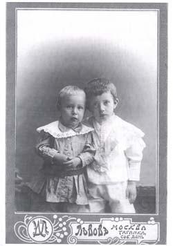 Пантелеимон и Кирилл Пятикрестовские, сыновья отца Константина. Фото: nhram.ru