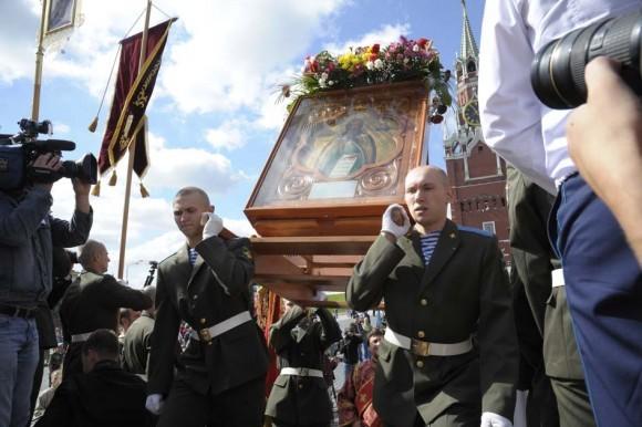 Крестный ход из храма до Лобного места на Красной площади