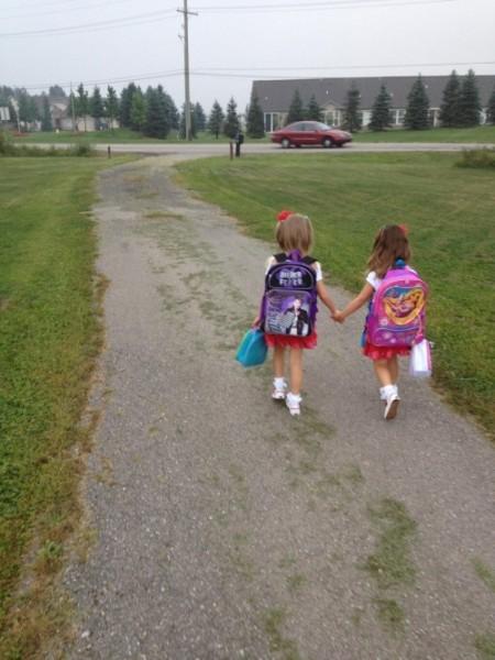 Мои дочки в первый раз пошли в школу вместе.