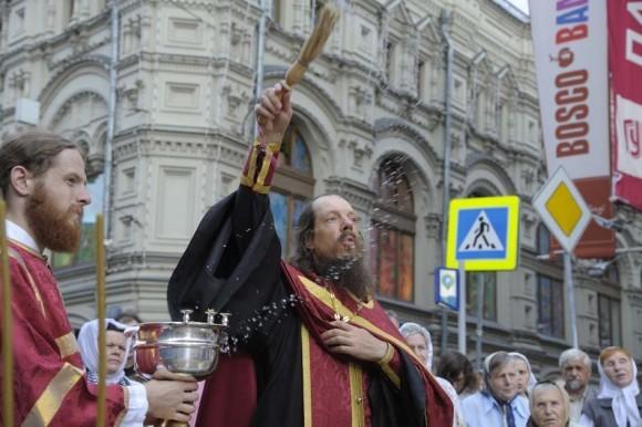 Молебен с водосвятием на ул. Ильинка