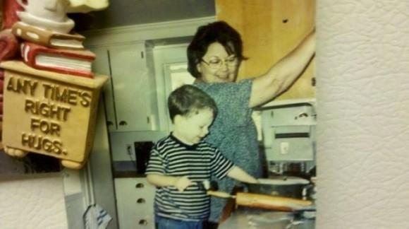 Моя мама готовит печенье вместе с моим сыном. Три года спустя ее не стало.