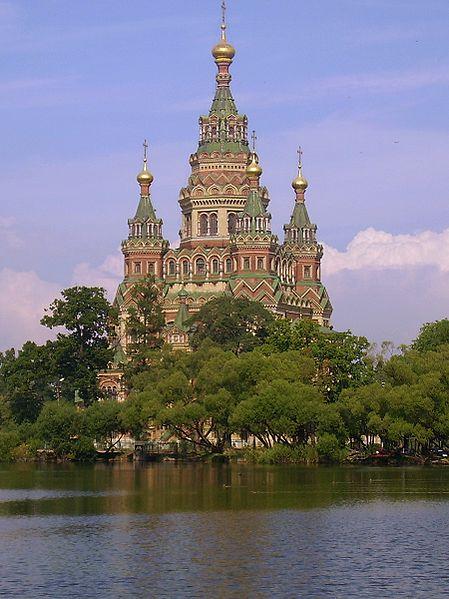 Собор Петра и Павла на берегу Ольгина пруда