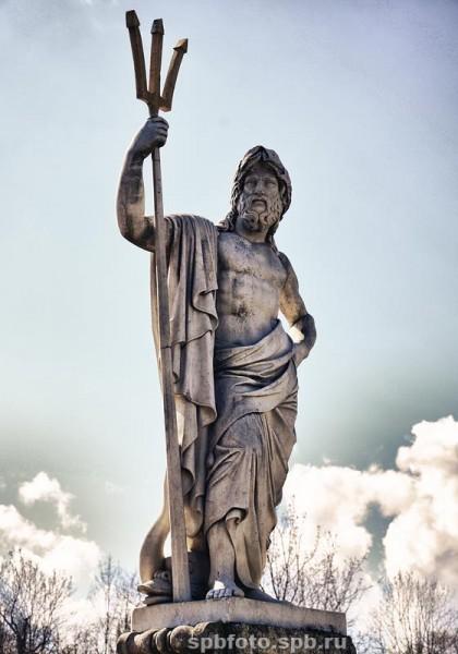 """Фонтан """"Золотая гора"""" в Петергофе. Скульптура Нептуна"""