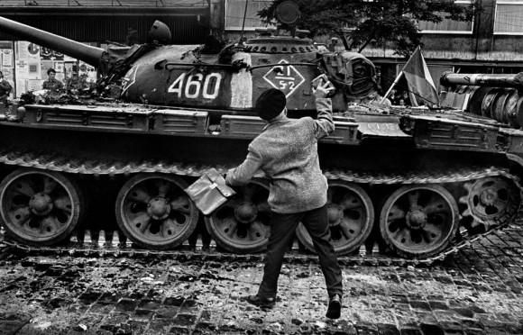 Прага. Август 1968 года. Вторжение войск Варшавского договора.