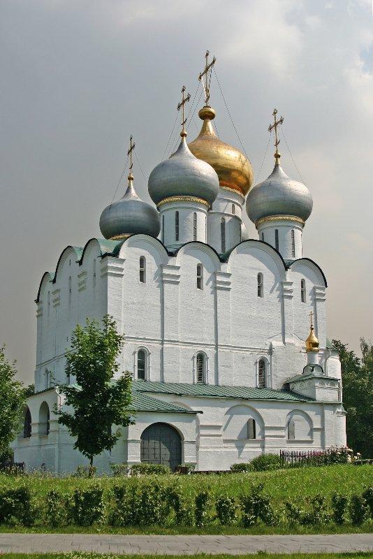 Смоленский собор Новодевичьего монастыря в Москве, в котором похоронена царица Евдокия Алексеевна.