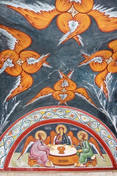 Росписи над входом в храм