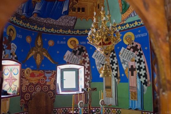 Православные святители в алтаре храма святой Троицы