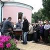 В Подмосковье прихожане и духовенство простились с погибшим священником