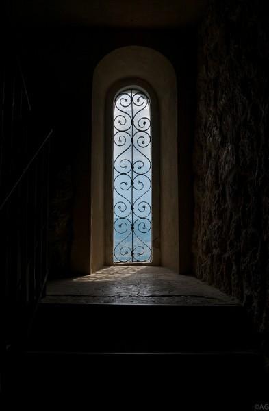 По внутренним ступеням поднимаемся еще выше – к Крестовоздвиженскому храму