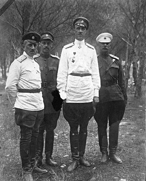 Генерал Врангель в форме Ингерманландского гусарского полка. Сплит, Королевство Сербов, Хорватов и Словенцев. 1925.