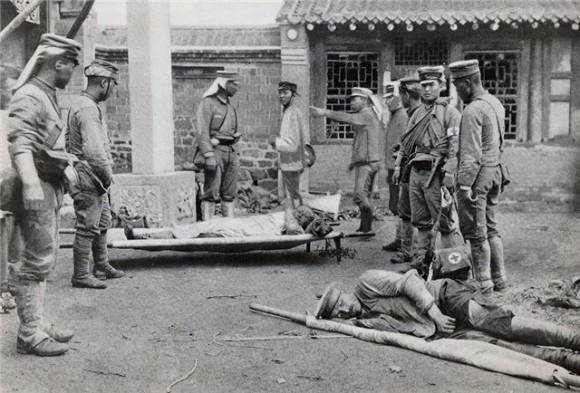 Японские раненые и санитары