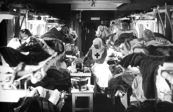 Раненые в вагоне военно-санитарного поезда. 1915–1917.