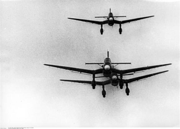 Самолеты Люфтваффе над Польшей