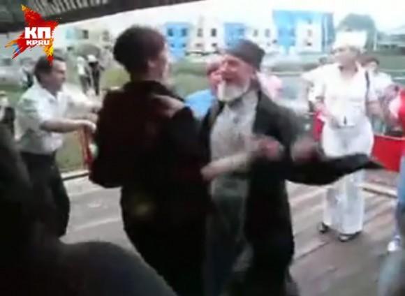Танцующий священник