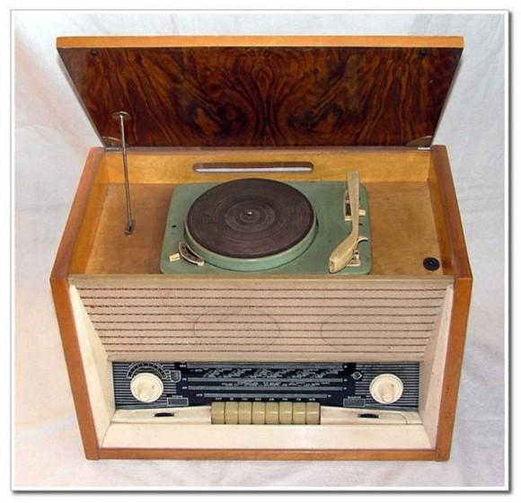 - Радиола ''Латвия-М'' является модернизацией радиолы ''Латвия'' (РН-59).
