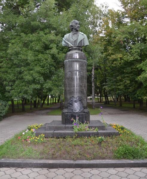 Памятник Илье Репину в Чугуеве. Скульптор М. Манизер. 1956 г.