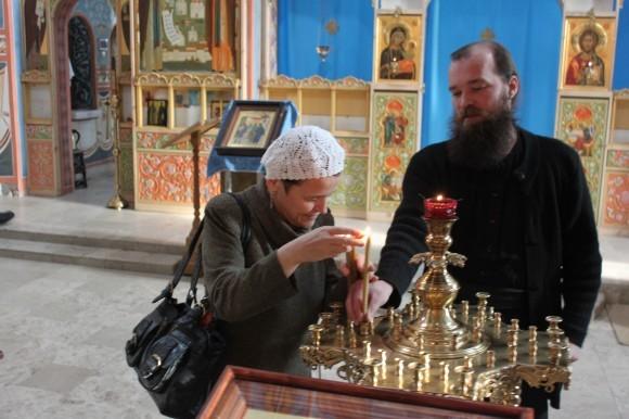Отец Мелитон со слепой от рождения певицей из Белоруссии Ольгой Патрий
