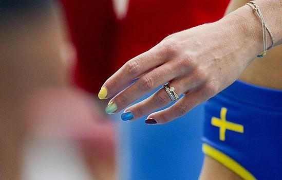Спортсменка Эмма Грин-Трегаро/ Emma Green Tregaro с радужным маникюром. Foto Erik Mårtensson / Scanpix