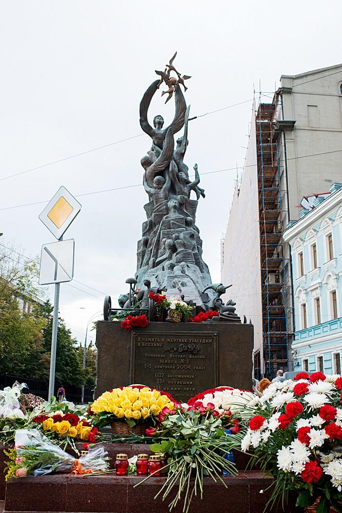 Памятники в москве для детей 6 лет данила мастер памятники каталог липецк