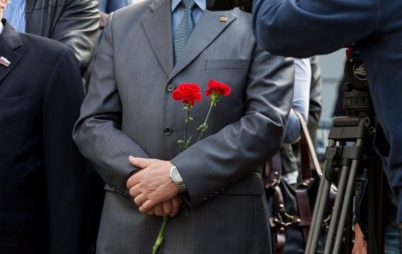 К храму пришли и многие сотрудники Постпредства Северной Осетии при Президенте РФ, члены Московской осетинской общины, а также студенты столичных вузов, в числе которых – и бывшие заложники школы №1