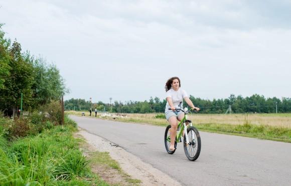 Оля – самая свободолюбивая в семье, готовиться к школе не хочет, пытается не потерять зря последние часы уходящего лета