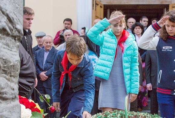 Организатором со стороны общественных организаций выступает Детское Движение Москвы, которое включает в себя и скаутов, и патриотов, и пионеров