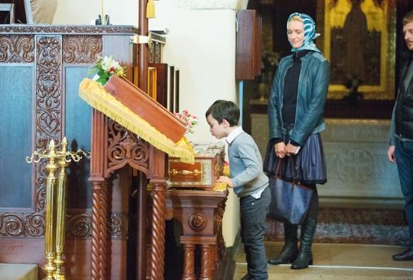 Испрашиваем благословения у мощей св. прпмц. Варвары и о. Сергия (Митрофана) Сребрянского