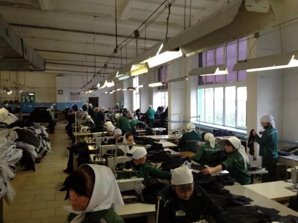 Швейный цех. Фото о. Александра Пелина