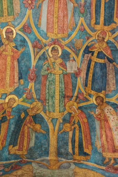 На сводах галереи Новоспасского монастыря – изображение так называемого древа Рюриковичей. Этот род дал Вселенской Церкви 63 святых. Древо поливают равноапостольные княгиня Ольга и князь Владимир