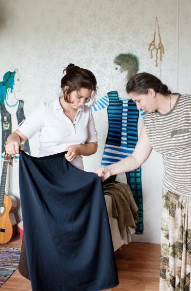«У нас в школе не строго, - говорит Нина,- главное, чтобы была синяя юбка и светлая блузка»