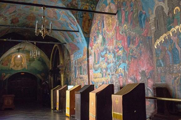 Собор был расписан в 1689 году. К 20-летию возрождения обители росписи были полностью восстановлены. Перед фреской «Страшный суд» ежедневно совершается Таинство исповеди