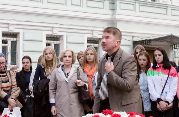 Боль людей, потерявших родных и близких, не утихает…